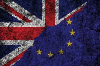 3012890_EU-referendum-Union-Jack-European-Union-flags-Brexit_shutterstock_389256961